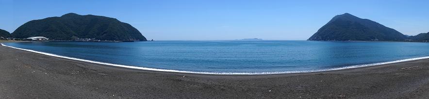 10 黒い砂浜は新鮮.JPG