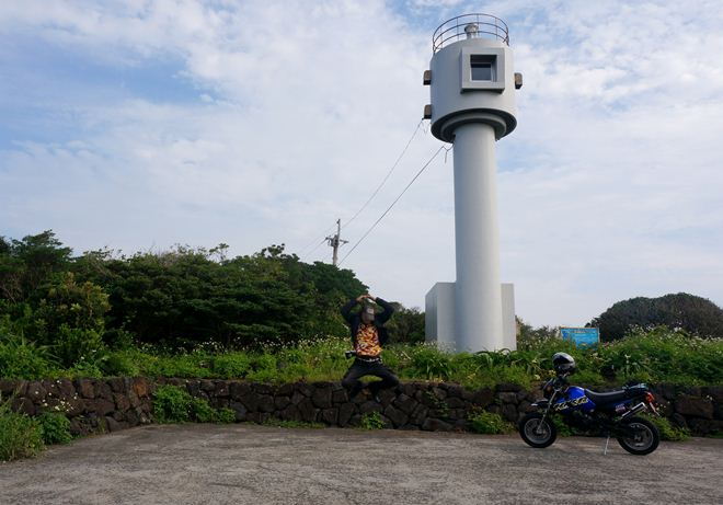 12 潜望鏡みたいな灯台.JPG