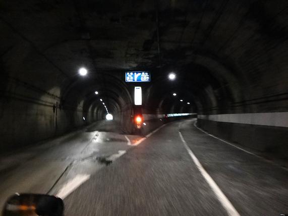 13 トンネル内分岐.JPG