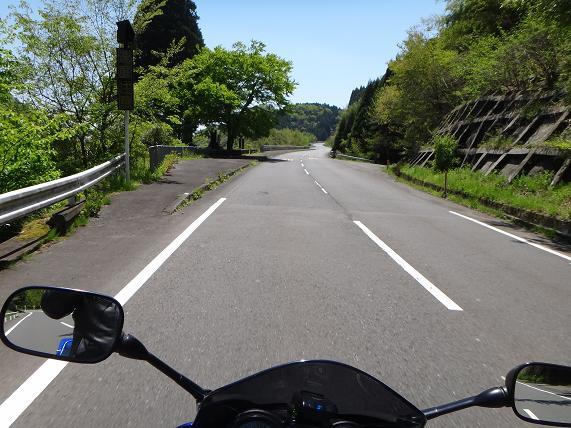 13 峠道もユルユル.JPG