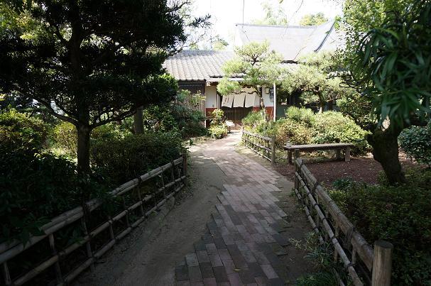 14 広い田舎らしい庭.JPG