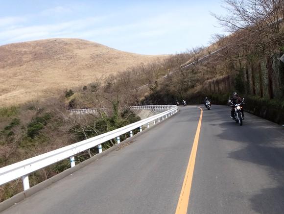 16 くだりなのでちびっ子バイクは速いぞ.JPG