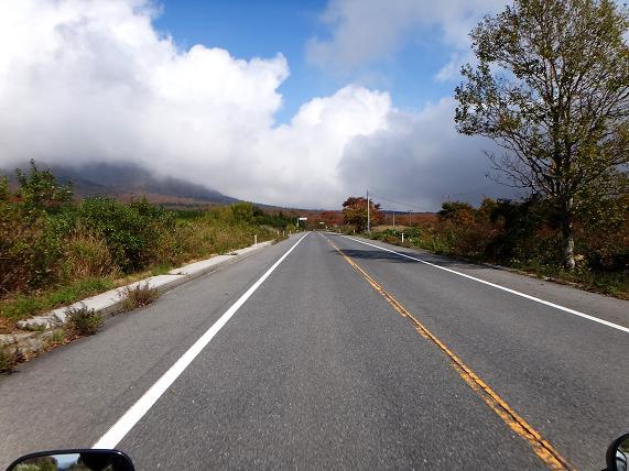 16 山が高いので雲がひっかかる.JPG