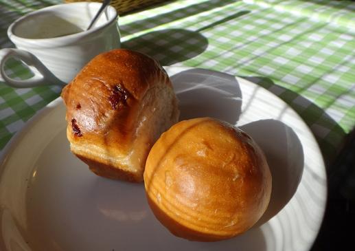16 焼きたてパン.JPG