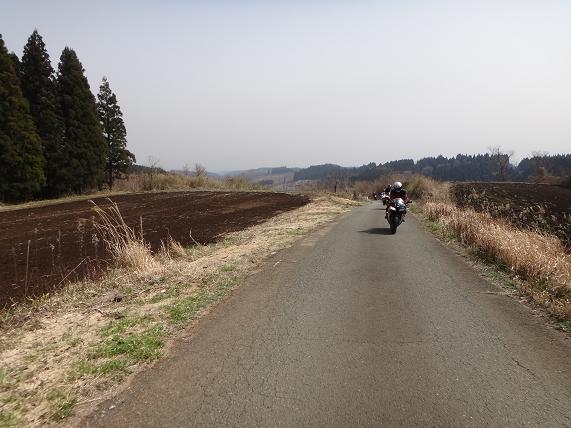 16 道は細いけど高原の風景が楽しい.JPG