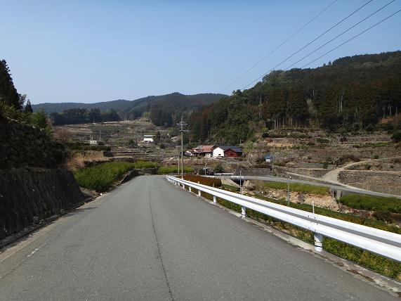 19 棚田の道を下る.JPG