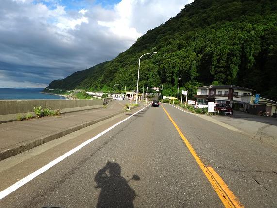 20 しばらく海沿いを走る.JPG