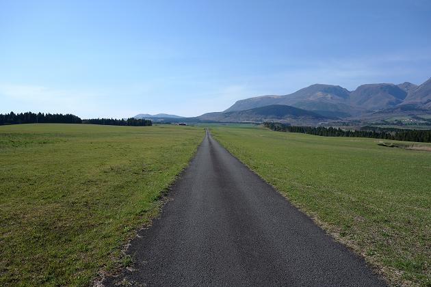 21 北海道とは違った眺めの牧場.JPG