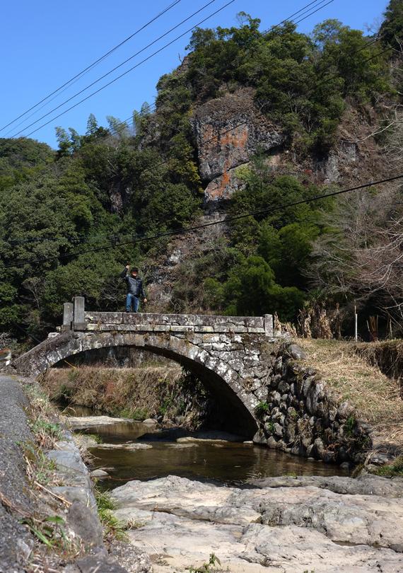21 左右非対称の石橋.JPG