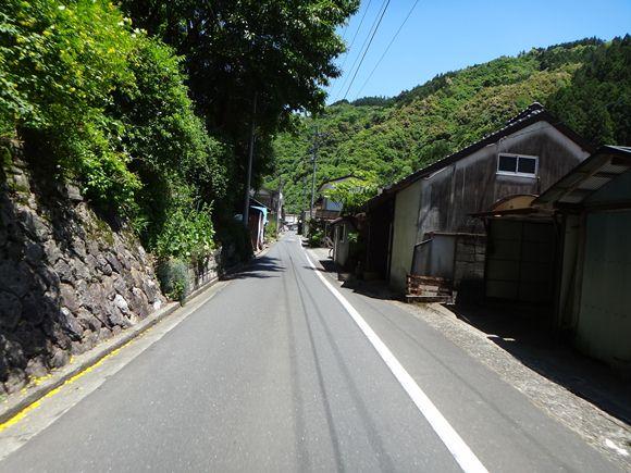 22 山道の途中の町.JPG