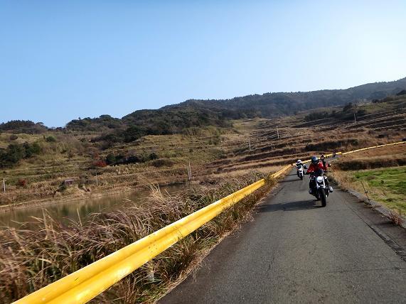 22 島の北部はこんな道.JPG