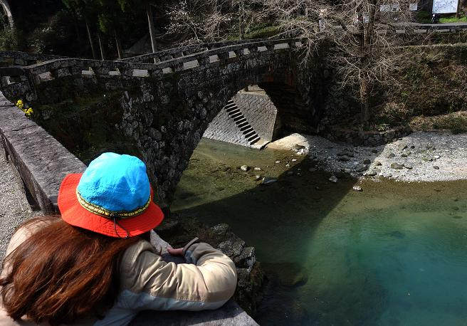 23 石橋とハートの影.JPG