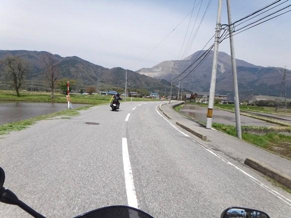 23 見える山が伊吹山.JPG