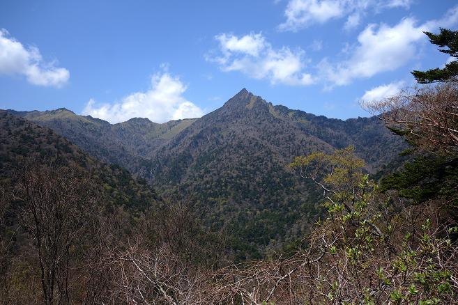 25 頂上がわかりやすい山.JPG