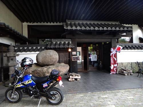 27 お土産屋併設の蕎麦屋さん.JPG
