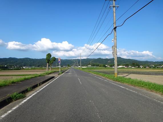 28 山沿い以外は夏空でした.JPG