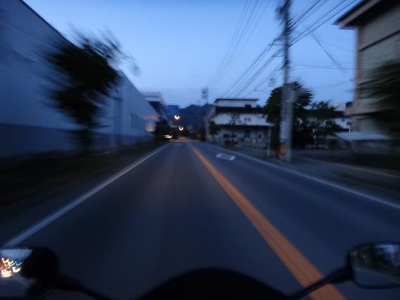 2 街はまだ夜明け前.JPG