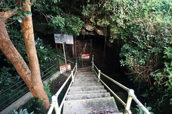 2 階段を下ったところに穴があるみたいです.JPG