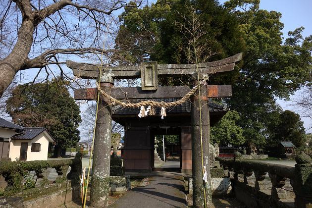 31 素朴な神社.JPG
