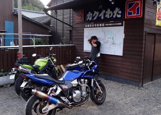 32 「お客さんのバイク」撮影中.JPG