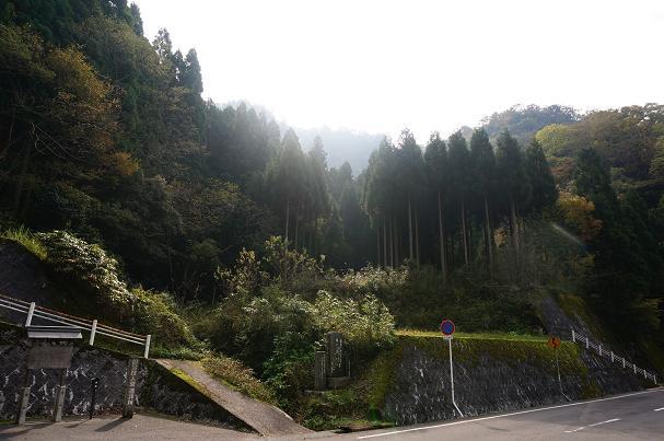 32 国宝投入堂の遥拝所.JPG