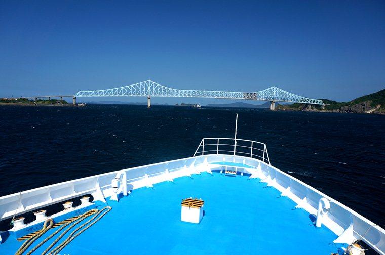 33 まさか生月島大橋を海から見れるなんて.JPG