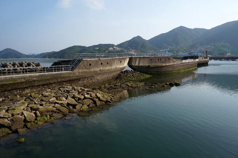 42 安浦港のコンクリート船.JPG