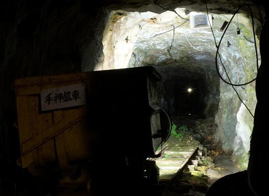 43 かなり深い横穴.JPG