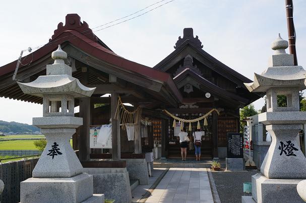 46 マイナーな神社なのに女の子が2人.JPG