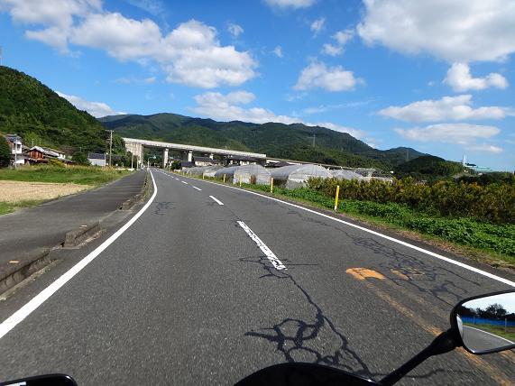 4 初めて入る県道.JPG