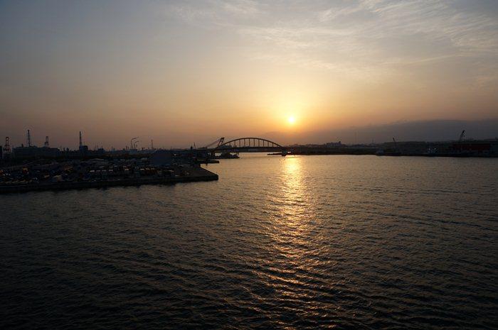 6 大阪の夜明け.JPG