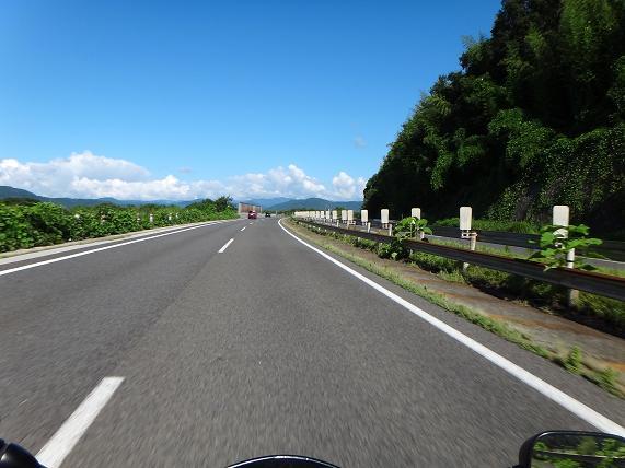 7 北陸道の空は青い.JPG