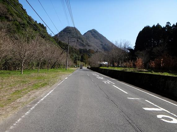 7 双子の山が可愛い.JPG
