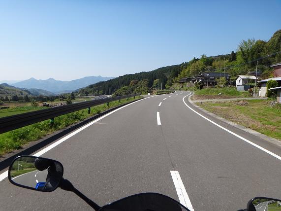 8 由布川渓谷沿いの大好きな道.JPG