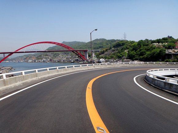 8 目が回るループ橋.JPG