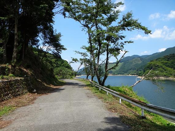 9 ワザワザマイナーな対岸の道を選ぶ.JPG
