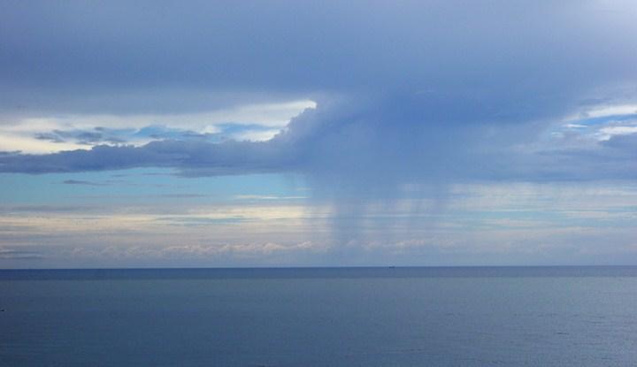 あの雲の下には雨男がいる.JPG