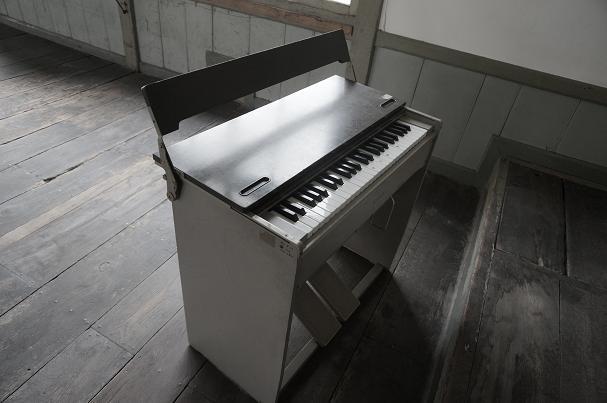 オルガンの伴奏はよくあれで歌えたもんだ.JPG