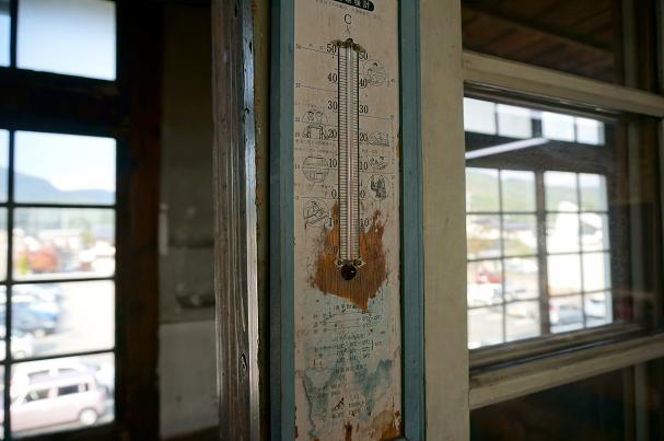 体温計はお湯につけて振って調整して仮病を使います.JPG