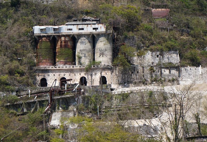 廃墟ハンターの目には古城に見える.JPG