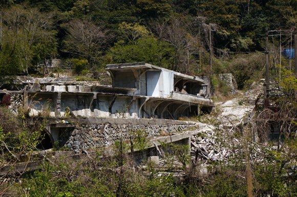 施設の残骸.JPG