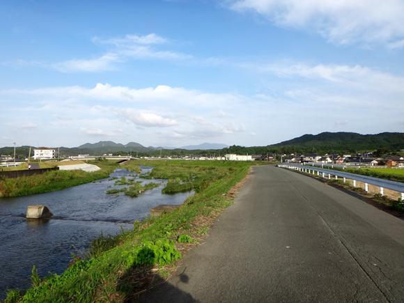 犬鳴川の土手.JPG