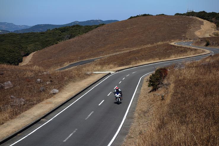 19 スポーツバイクが似合う峠だね.JPG
