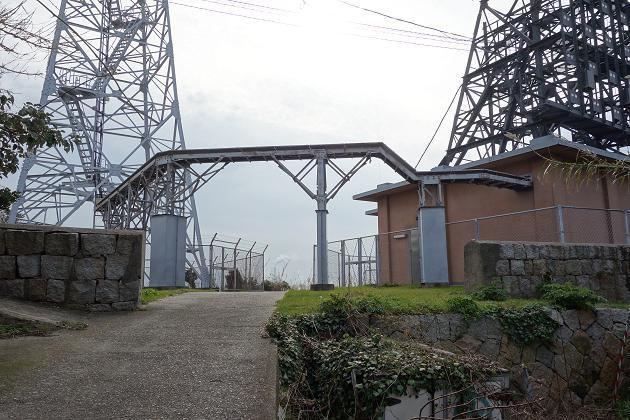 30 灯台の塀発見.JPG