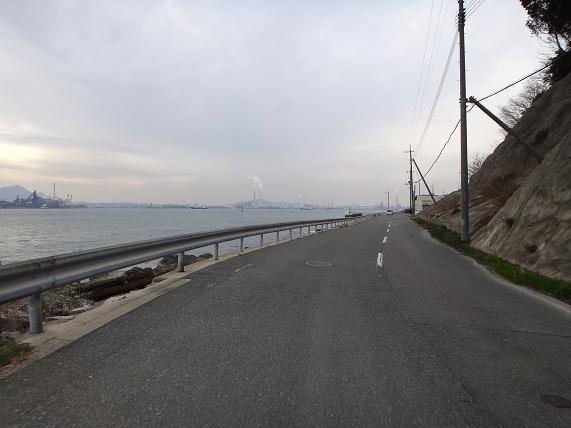 35 海峡沿いの道.JPG