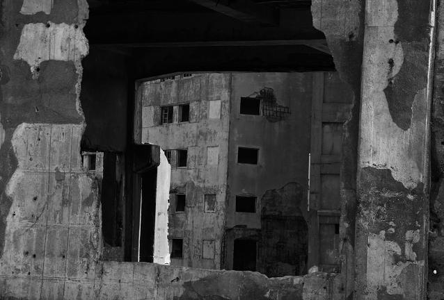 廃墟の窓から見た廃墟.JPG