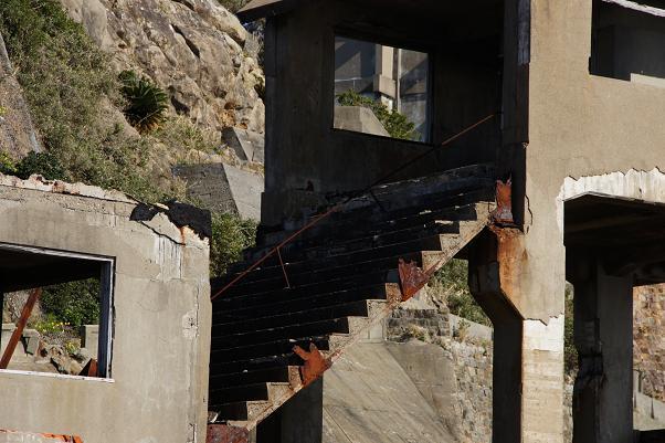 折れそうな階段.JPG