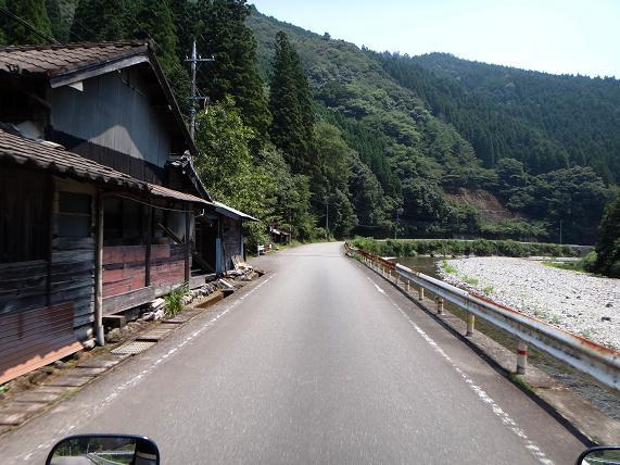 18 川遊びし放題の集落.JPG