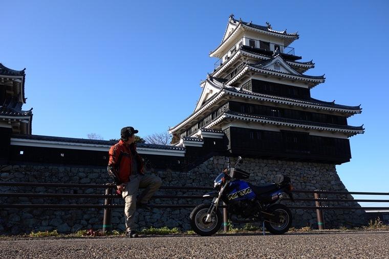 18 廃墟じゃないけど城を眺める廃墟ハンター.JPG